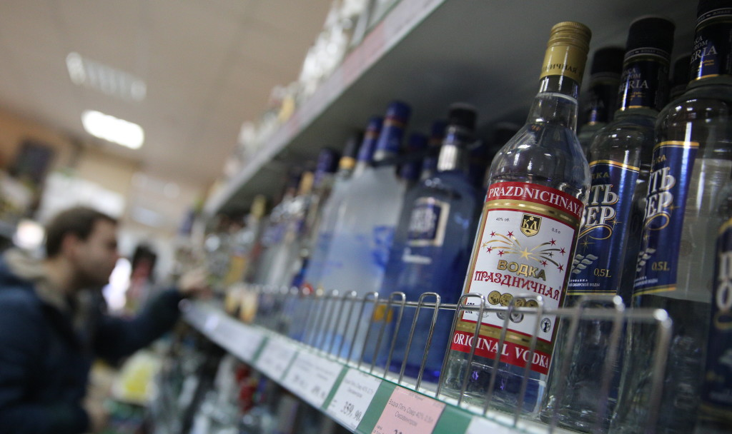 Russia drops minimum vodka price from 220 to 185 rubles