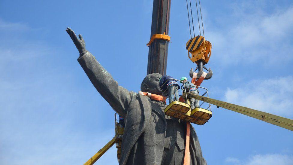Ukrayna'daki en büyük Lenin heykeli 2016'nın Mart ayında yıkıldı. (Fotoğraf: Maksim Şerbina)